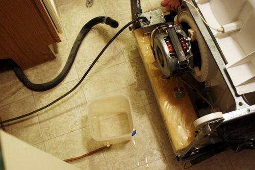 Потекла посудомоечная машина