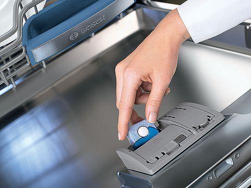 Почему таблетка в посудомоечной машине не растворяется