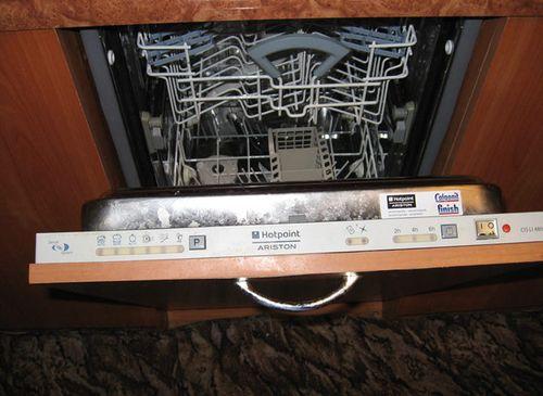 Дверца посудомоечной машины