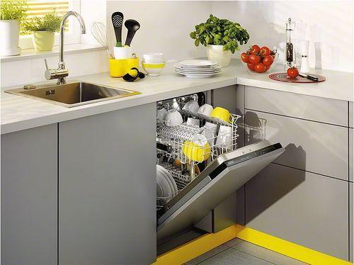 Посудомоечная машина в угловой кухне
