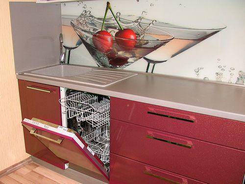 Посудомойка на большом расстоянии от плиты