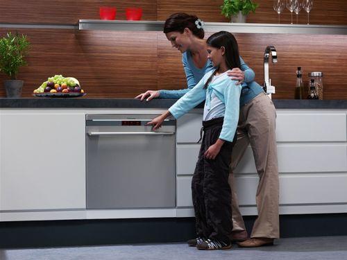 Ознакомление с посудомоечной машиной